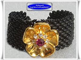 37) breites Armband mit Strass-Zierknopf