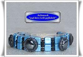 23) Armband mit Vintage-Knöpfen