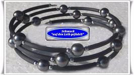 169) Memory Wire-Armband mit Muschelkernperlen
