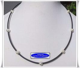 9) PVC-Schlauch-Kette mit weißen Muschelkernperlen Set TS