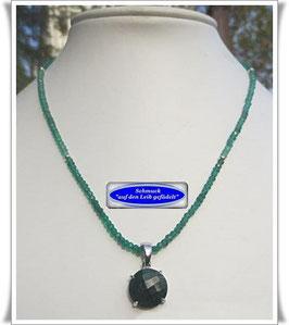 1367. grüne Onyx-Kette mit Smaragd-Anhänger