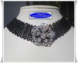 6) schickes Trachten-Halsband mit Blüten-Zierknopf