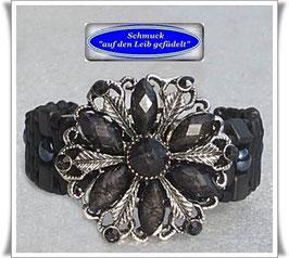 47) Armband mit großem Blüten-Knopf