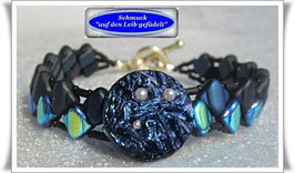 2) blaues Armband mit Zierknopf