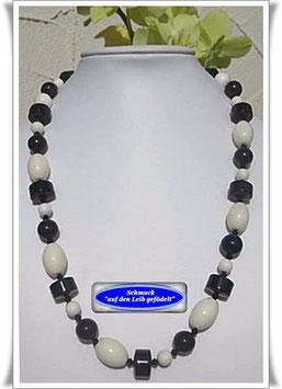 1269. schwarz-weiße Edelsteinkette
