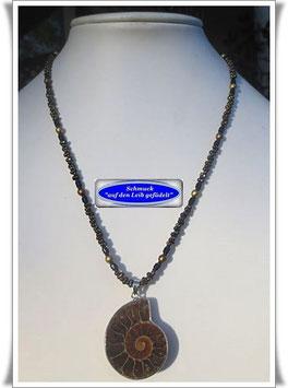 1348. zierliche Kette mit Ammonit-Anhänger