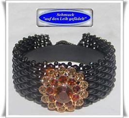 79) Glasperlen-Armband mit edlem Strass-Knopf