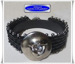 75) Glasperlen-Armband mit schönem Metallknopf