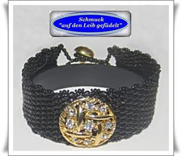 89) elegantes Armband mit Strass-Zierknopf