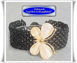 29) schwarzes Armband mit Schmetterling