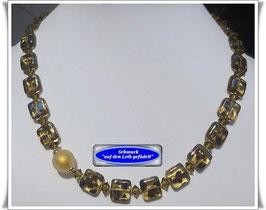 768. Glasperlenkette mit Muranoglas-Perle