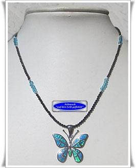1644. federleichte Spinell-Kette mit Schmetterling-Anhänger
