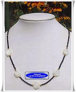 1087. Spinell-Kette mit Perlmutt-Blüten