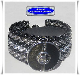 109) schickes Glasperlenarmband mit schönem Zierknopf