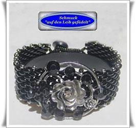 66) breiteres Glasperlen-Armband mit Zierknopf