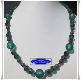 552. smaragdfarbene Glasperlenkette