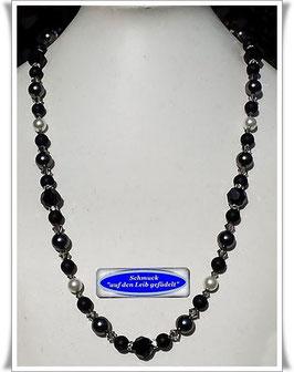 1897. elegante längere Swarovski-Perlenkette