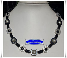 1677. schwarz-weiße Onyx-Solaris-Kette