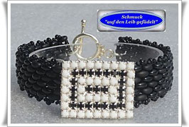 59) Armband mit Vintage-Strass-Knopf
