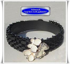 96) Glasperlen-Armband mit Schmetterlings-Knopf