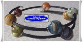 112) Memory Wire-Armband mit Perlmutt-Resin-Kugeln TS