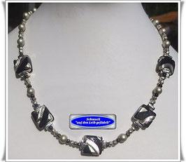 853. schwarz-silberne Muranoglas-Perlenkette
