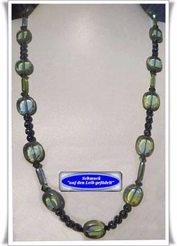1006. lange grüne Glasperlenkette