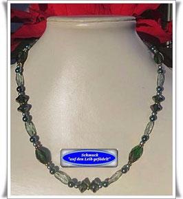 1159. smaragdgrüne Glasperlenkette