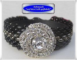 99) elegantes Glasperlen-Armband mit Strass-Zierknopf