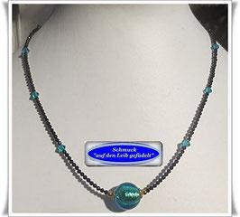 1520. leichte Spinell-Kette mit Muranoglas-Perle