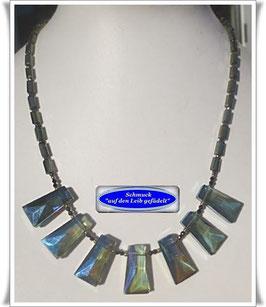 1511. elegante grüne Kristallglaskette
