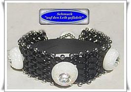 82) Glasperlen-Armband mit edlen Knöpfen