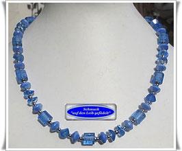 1581. blaue Glasperlenkette