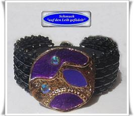80) Glasperlen-Armband mit elegantem Zierknopf