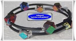 123) Memory Wire-Armband mit bunten Glaswürfeln