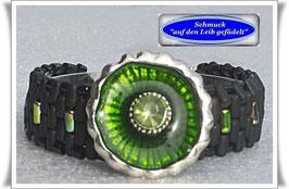 50) Glasperlen-Armband mit schickem Zierknopf
