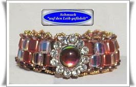 88) Glasperlen-Armband mit Vintage Strass-Knopf