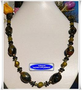 92. olivfarbene Trade Beads-Kette