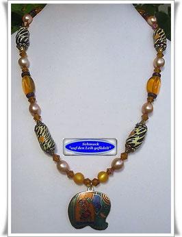 611. Trade Beads-Kette mit Elefanten-Anhänger