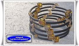 194) Memory Wire-Armband mit hellbraunen Glaswürfeln