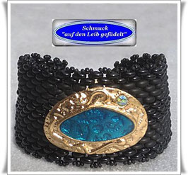 34) breites Armband mit elegantem Zierknopf