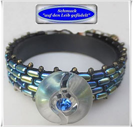 101) Glasperlen-Pyrit-Armband mit Swarovski-Knopf