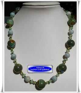 1678. ausgefallene hellgrüne Perlenkette