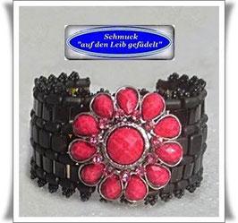 44) breites Armband mit großem Blüten-Zierknopf