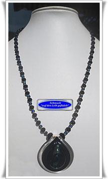 1486. Glasperlenkette mit Dichroic-Anhänger