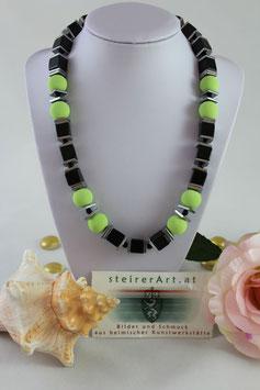 Onyxkette mit grünen Lavaperlen