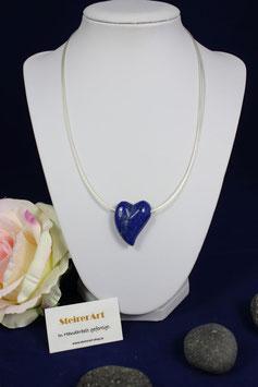 Herz aus Lapislazuli mit vier-reihiger Silberdraht-Kette