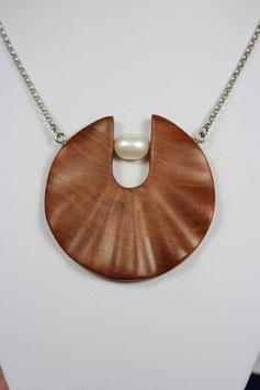 Wunderschönes handgefertigtes  Schmuckstück. Gewellte Holscheibe mit einer Perle und langer Edelstahlkette.