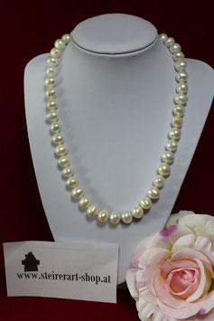 Perlenkette handgeknüpft