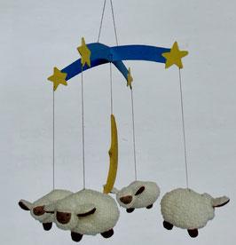 Mobile mit Schafen und Mond